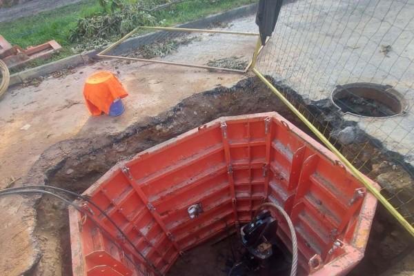 zamena-kanalizacii-diametrom-225-mm-s-pomoshchyu-razrushitelyaF7B89A94-12A6-E407-5BD7-664BE70C3A3C.jpg